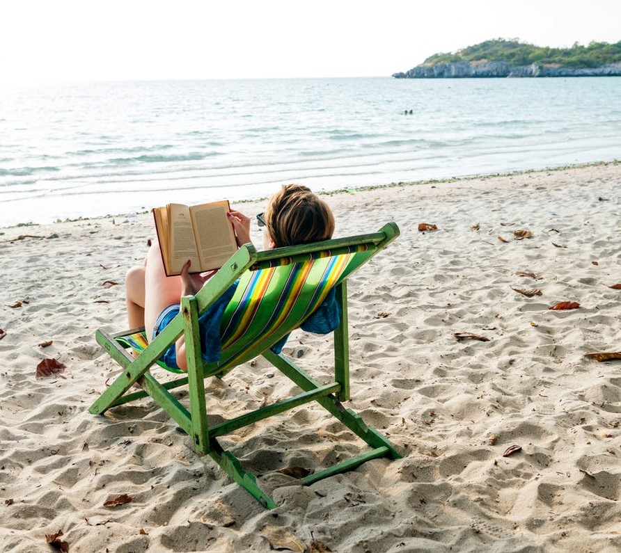 Reading at the beach- Pexels (2)